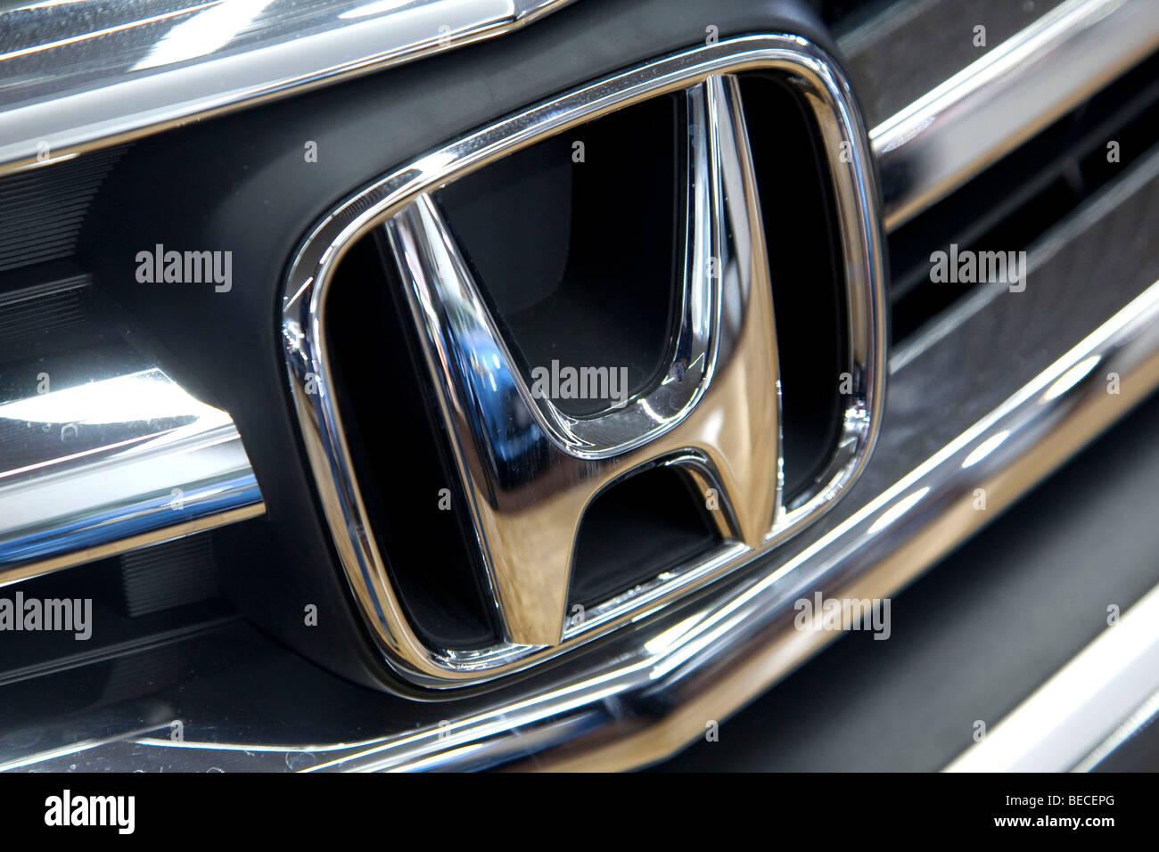 Honda Emblem On A Car Stock Photo 26090584 Alamy