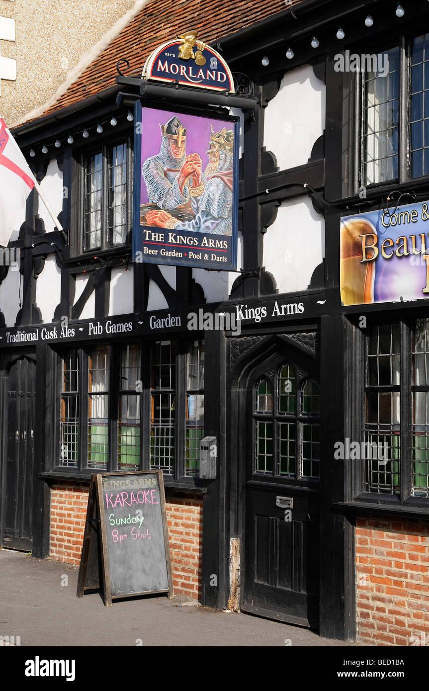 Pub, the Kings Arms a Traditional English Ale House, England, United Kingdom. - Stock Image