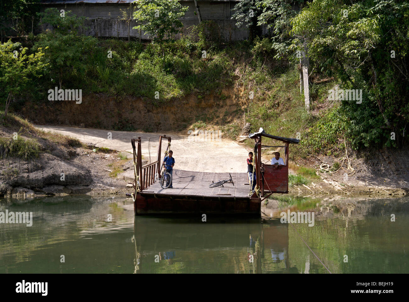 hand-operated-river-ferry-near-the-town-