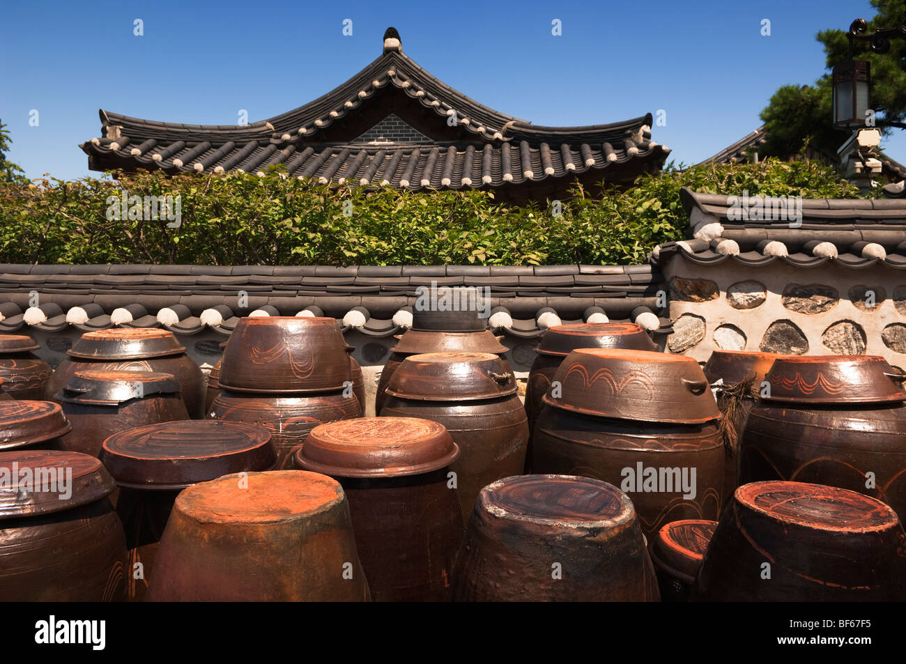 Traditional Ceramic pots for food storage in the Namsangol Hanok Village, Seoul, South Korea. - Stock Image