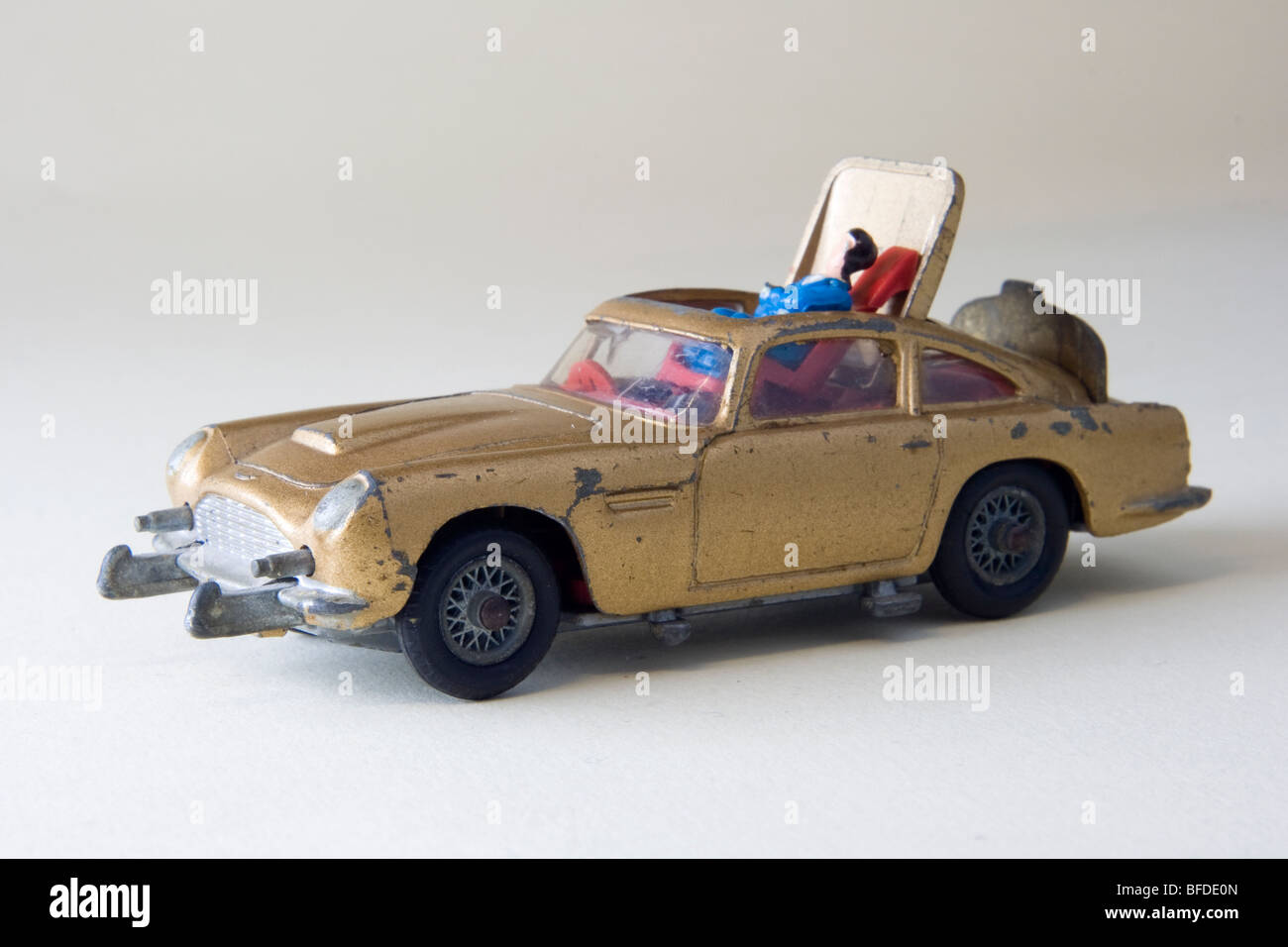 corgi-james-bond-aston-martin-db5-car-BF