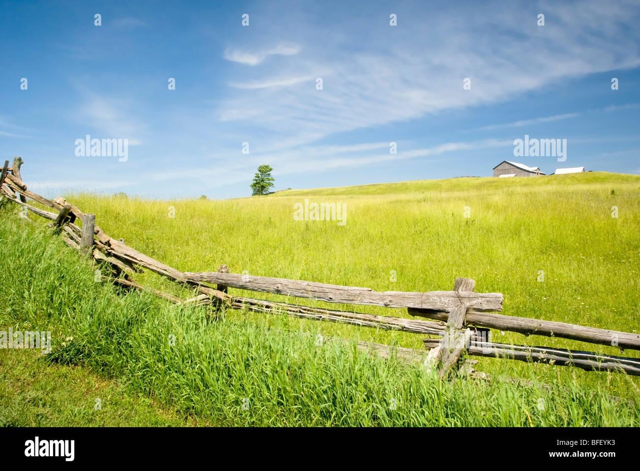 Rail fence, Niagara Escarpment near Terra Noiva, Ontario, Canada - Stock Image