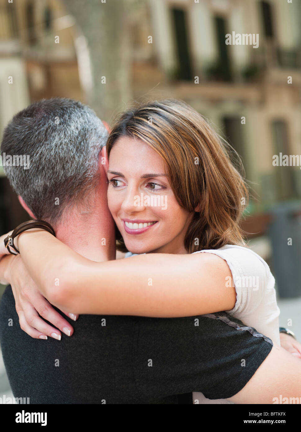couple embracing in the street - Stock Image