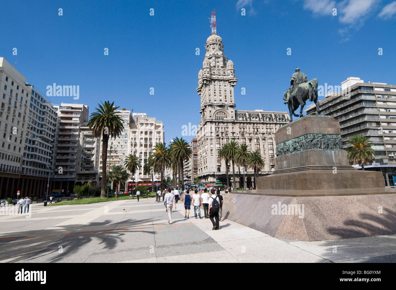 Palacio Salvo, on east side of Plaza Independencia (Independence Square), Montevideo, Uruguay, South America - Stock Image