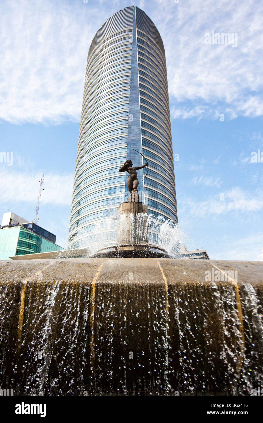 Diana Fountain Roundabout and 439 Paseo de La Reforma St Regis Starwood Hotel and Residences in Mexico City - Stock Image