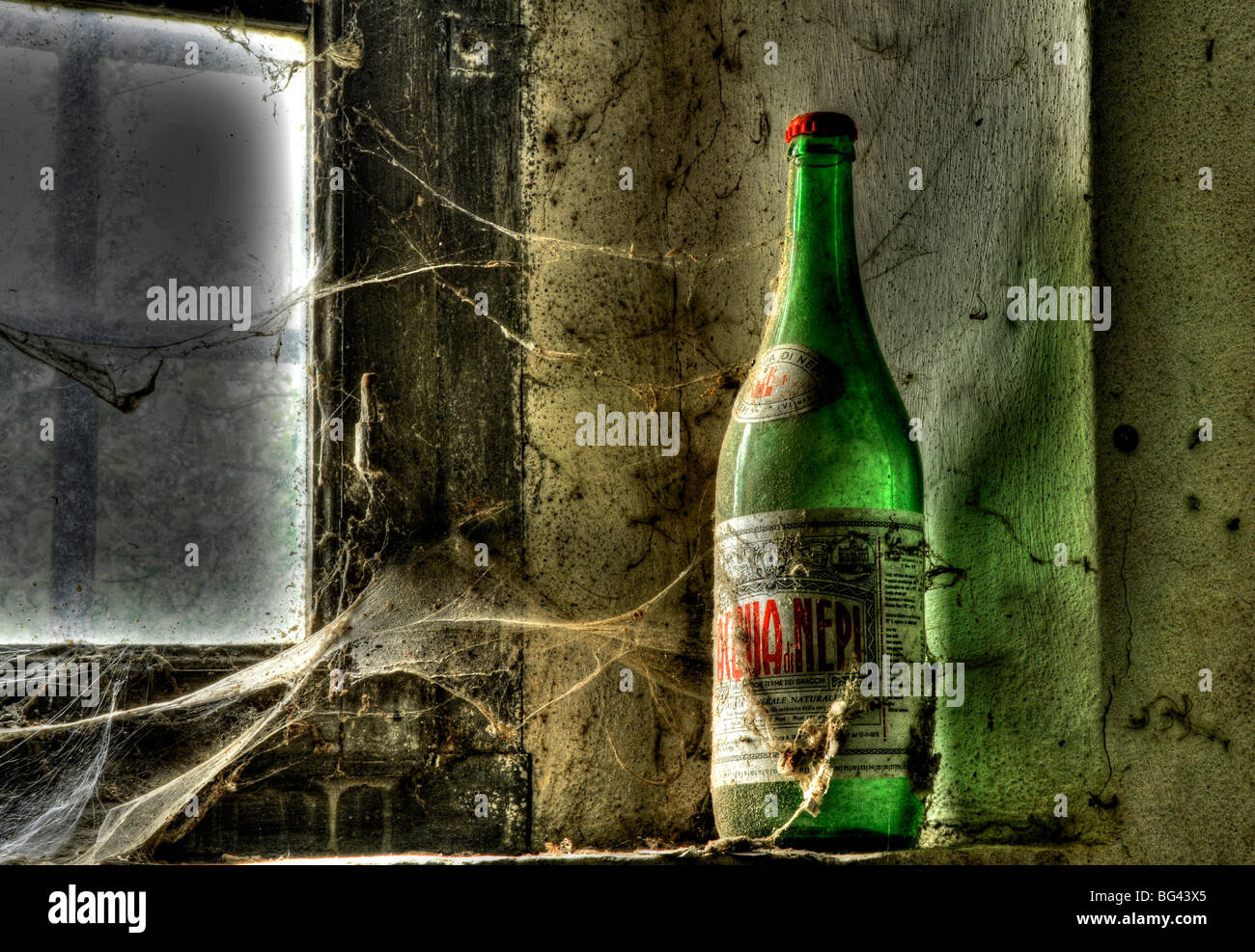 Old Bottle on a window, deserted farm near San Quirico d'Orcia, Valle de Orcia, Tuscany, Italy - Stock Image