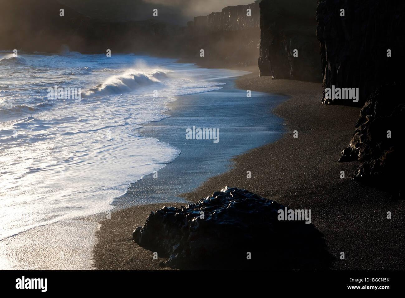 Black beach and wave, nr Vik, Iceland - Stock Image