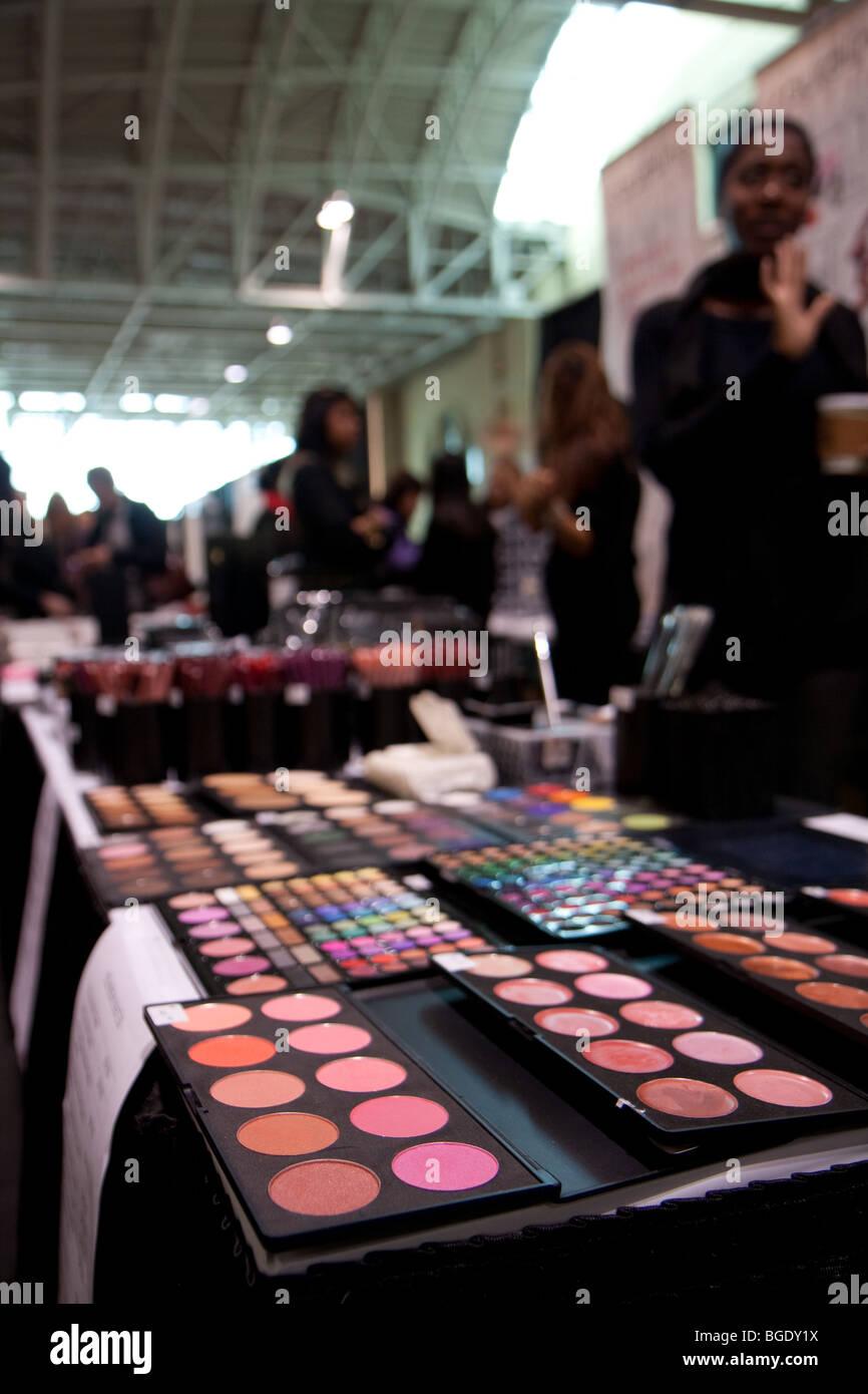eyeshadow palette consumer shopping makeup - Stock Image