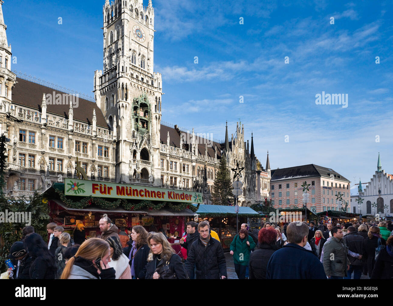 Christmas Market in Marienplatz with the New Town Hall behind, Munich, Germany - Stock Image