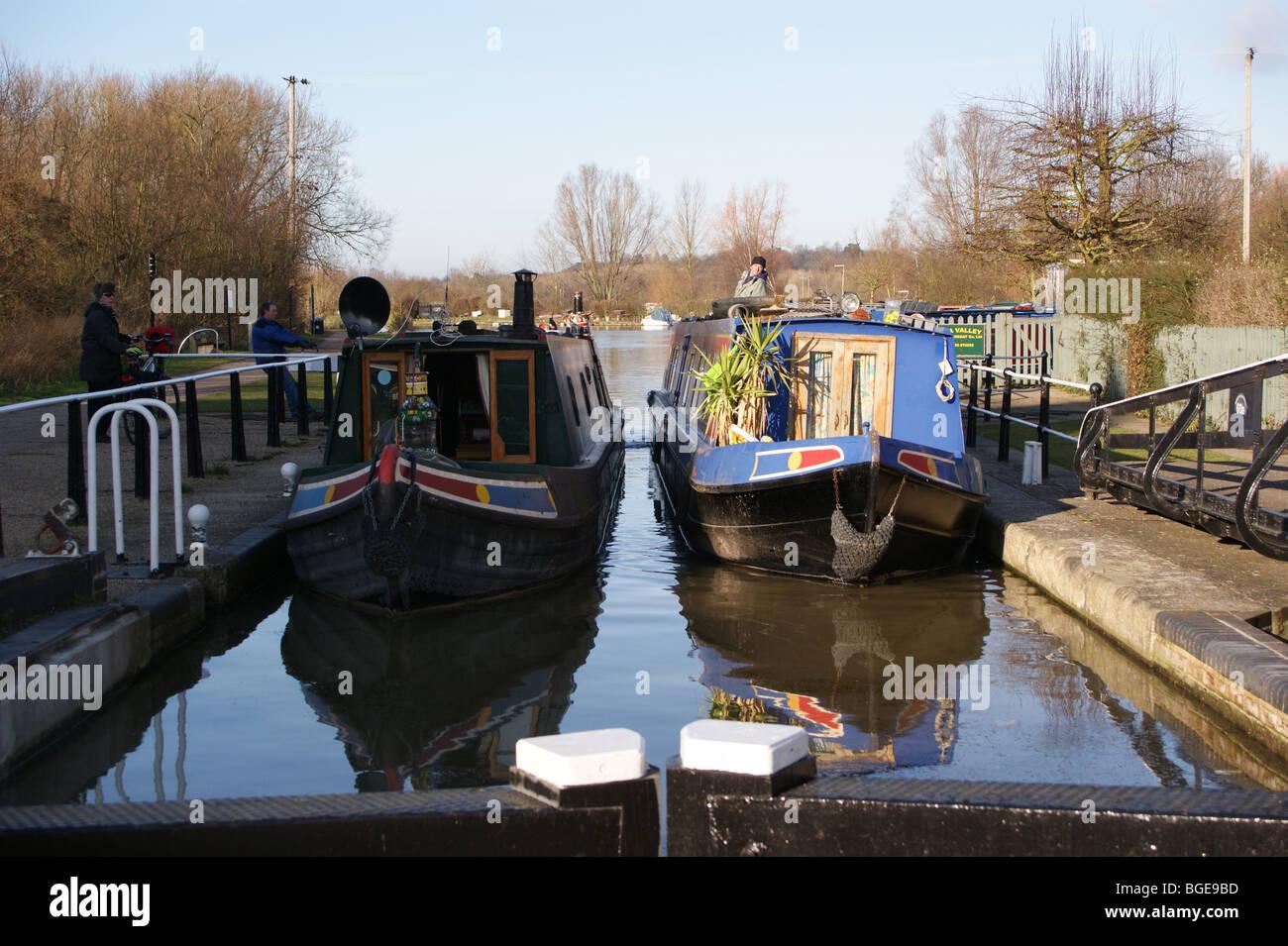 narrowboats-enter-stanstead-lock-river-lea-navigation-ware-hertfordshire-BGE9BD.jpg