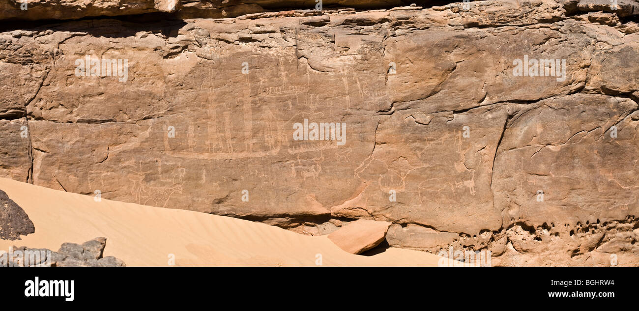 Distant shot showing sand dune at Winklers famous Rock-Art site 26 in Wadi Abu Wasil in the Eastern Desert of Egypt. - Stock Image