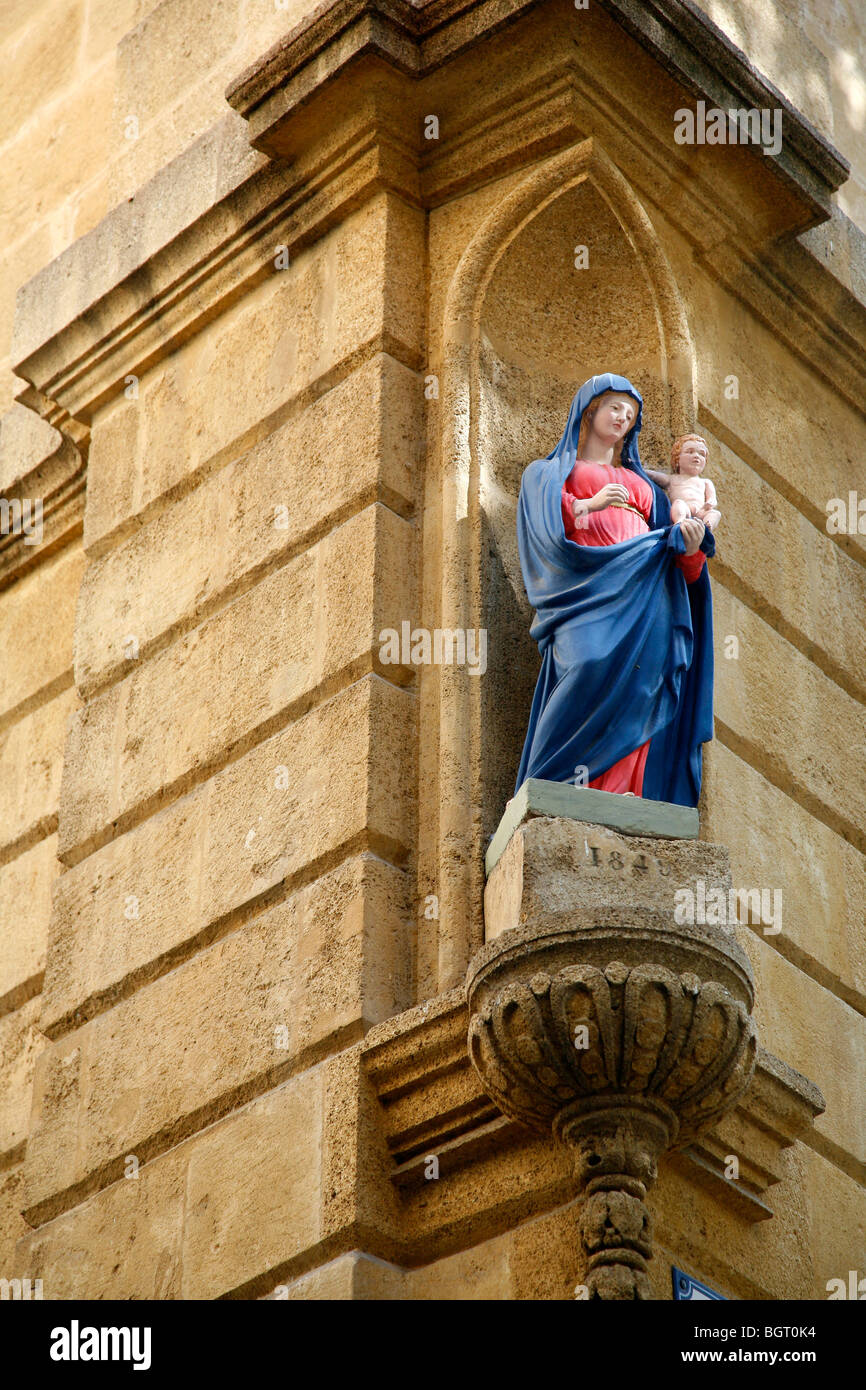 Statue on a Street corner in the Vieil Aix the old quarter of Aix en Provence, Bouches du Rhone, Provence, France. - Stock Image