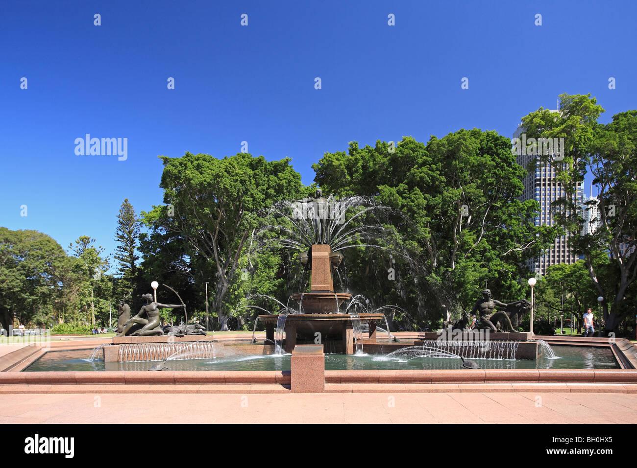 archibald-fountain-is-a-distinctive-art-deco-showpiece-in-hyde-park-BH0HX5.jpg