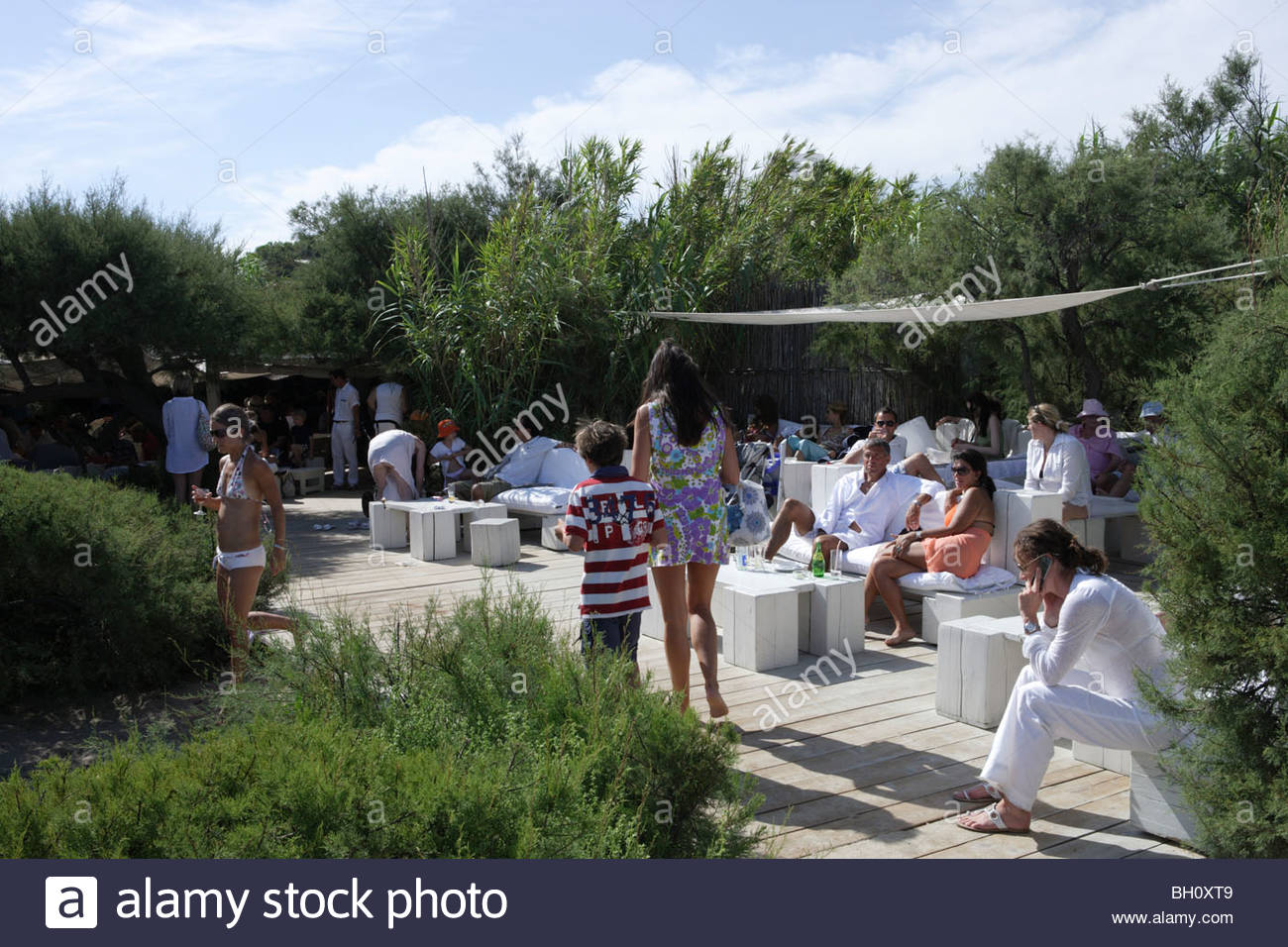 People on a terrace in the sunlight, Le Club 55, Ramatuelle, Saint Tropez, Cote d´Azur, South of France, France, Stock Photo