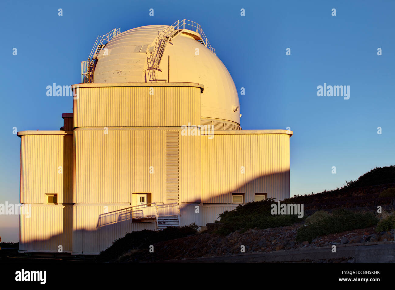 The 2.5m isaac newton telescope on la palma stock photo: 27784671