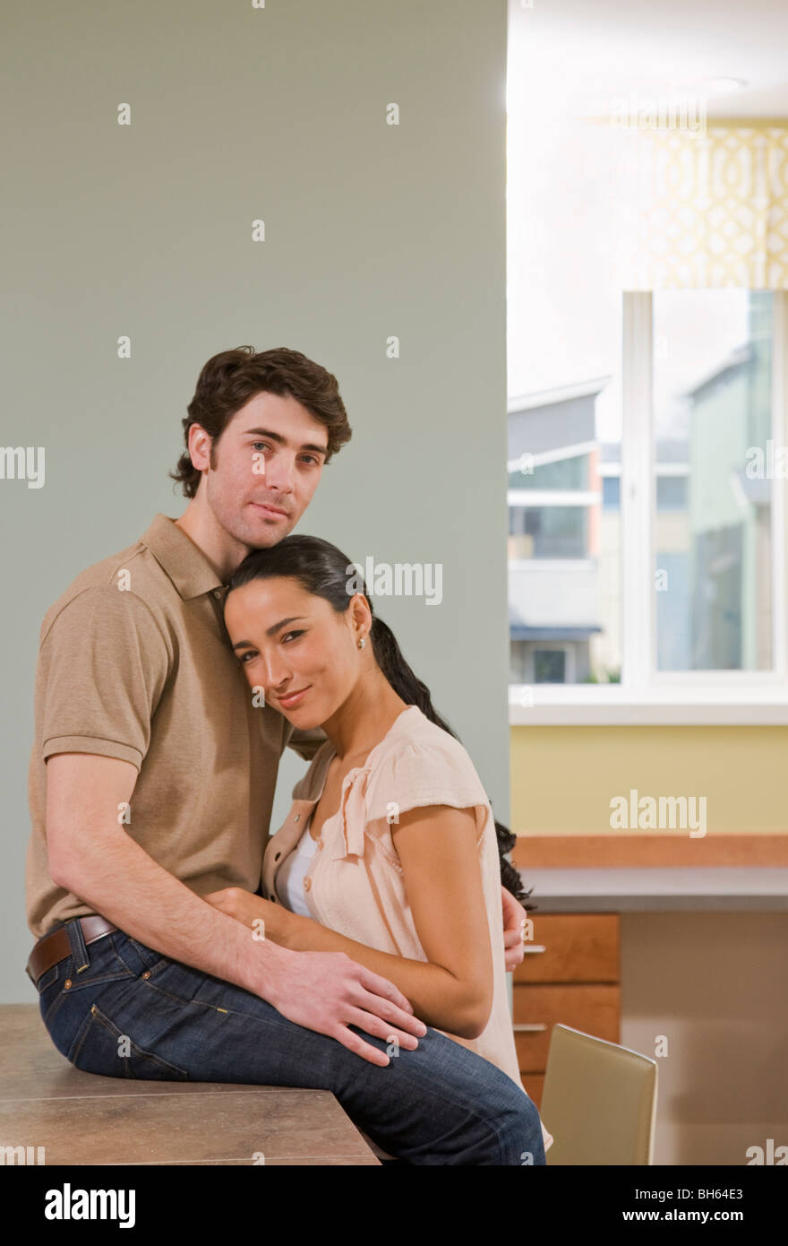couple talking in kitchen - Stock Image
