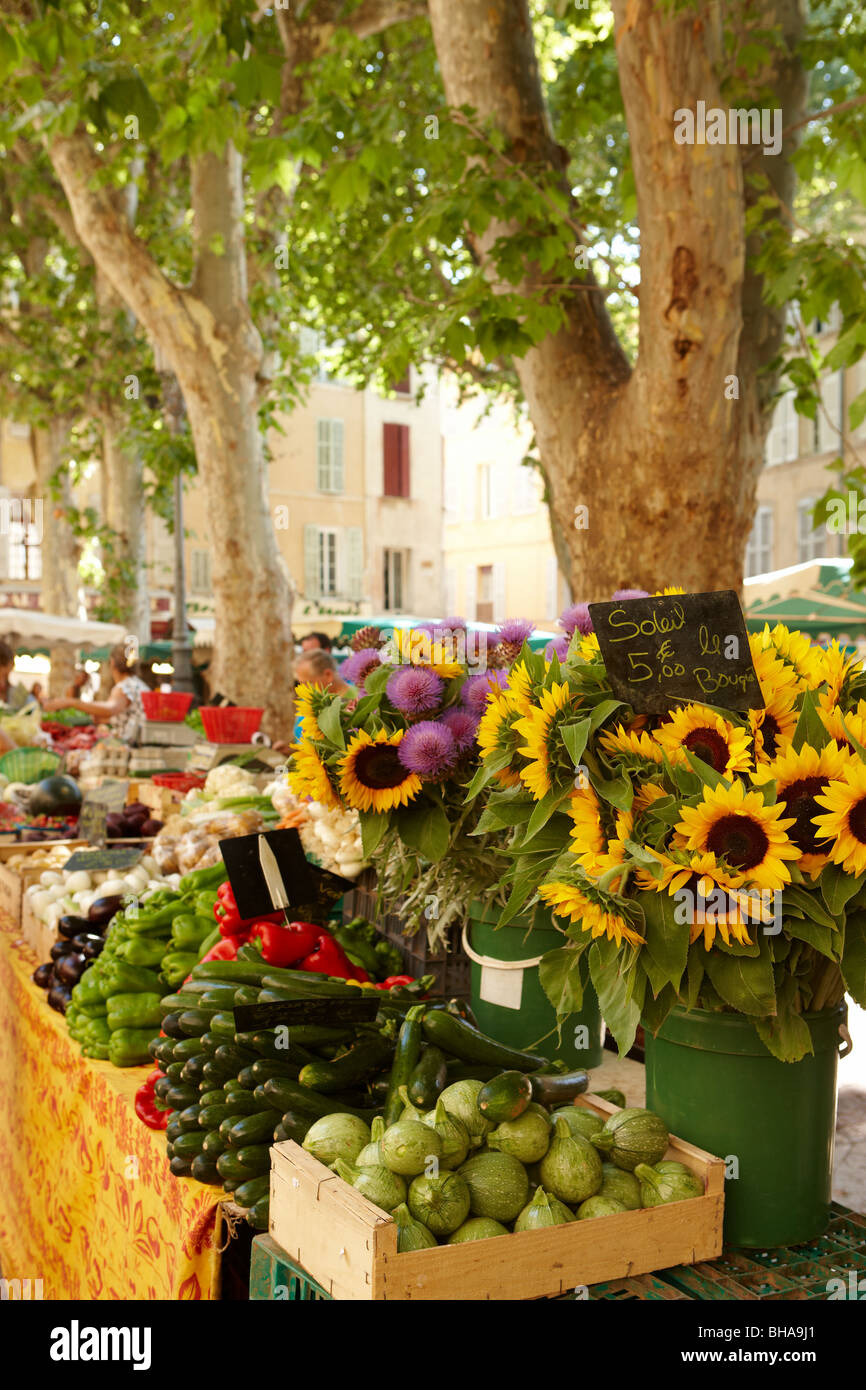 sunflowers and vegetables on a market stall in Aix-en-Provence, Provence, France - Stock Image