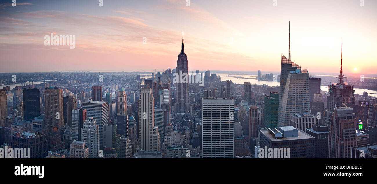 Elevated view of the Empire state building viewed at sunset - Stock Image