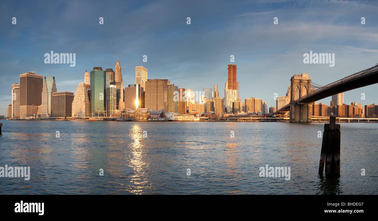 Manhatten Skyline and Brooklyn bridge viewed from Long Island - Stock Image