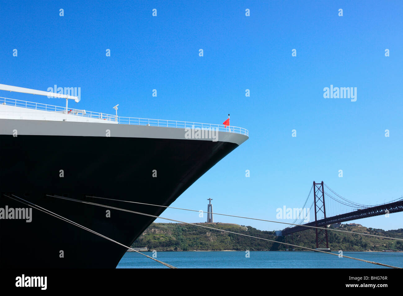 Cruise ship and 25th april bridge - Stock Image