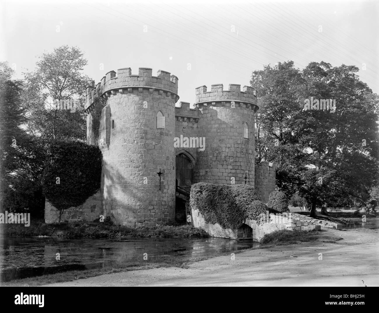 Gatehouse at Whittington Castle, Shropshire, 1935. Artist: Nathaniel Lloyd - Stock Image