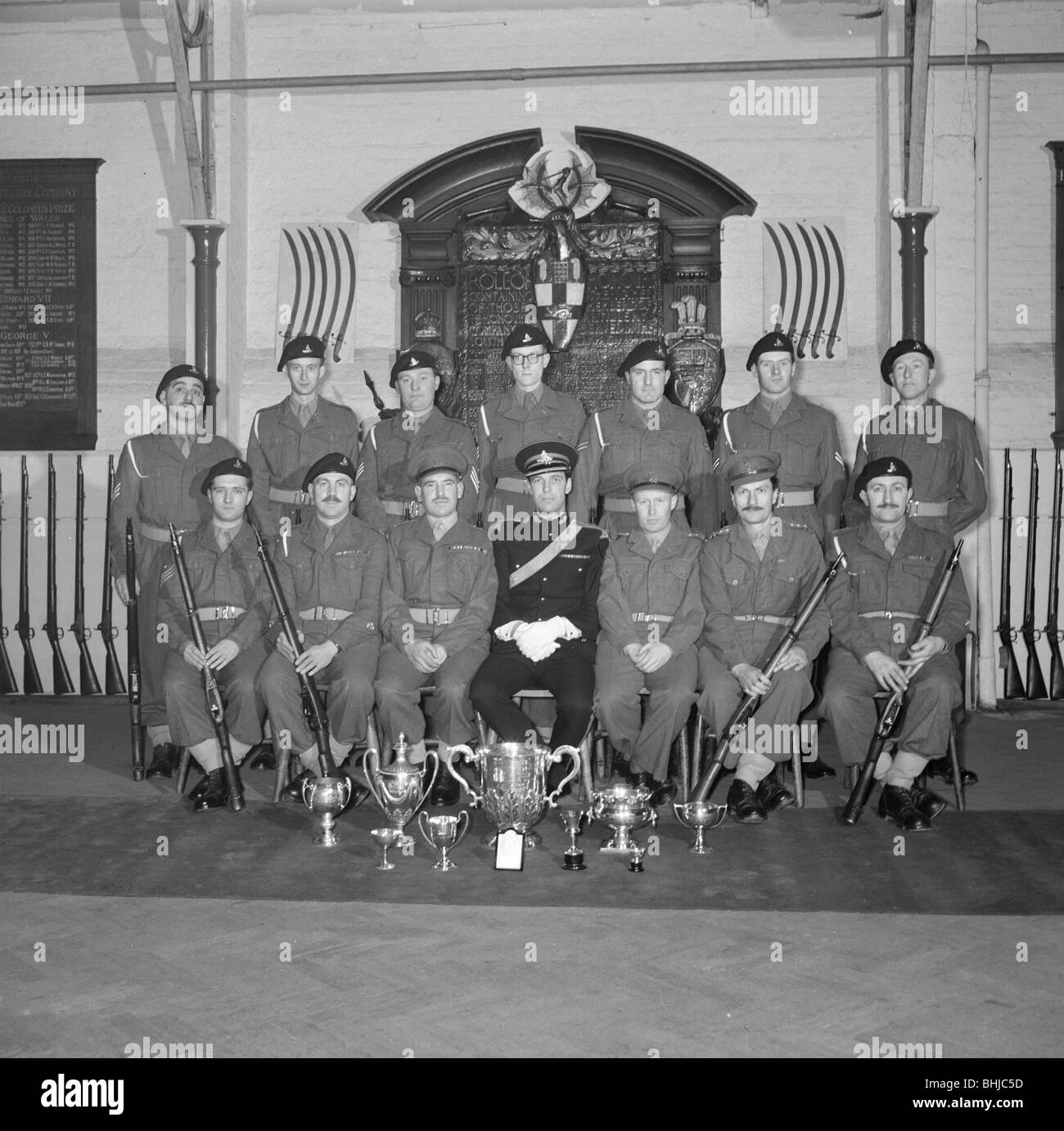 Soldiers and their officer in front of the Honourable Artillery Company's War Memorial, c1945-c1965. Artist: - Stock Image