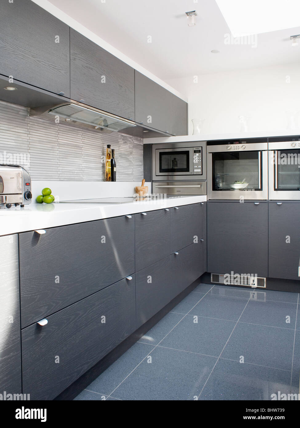 Charmant Grey Ceramic Floor Tiles In Modern White Kitchen With Dark Gray Fitted  Cupboards And Units