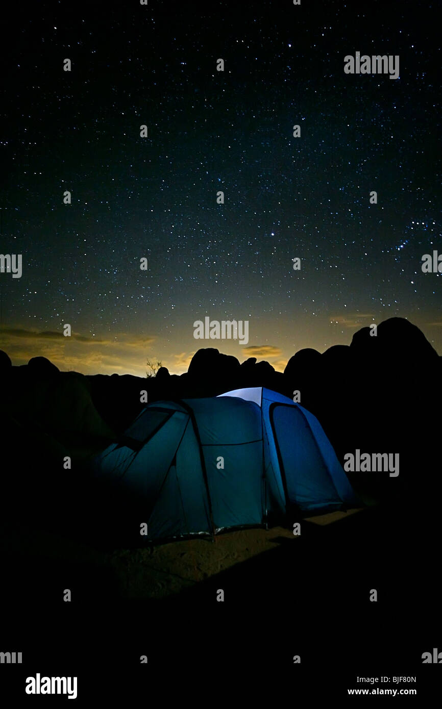 A tent under a night sky with stars - Stock Image