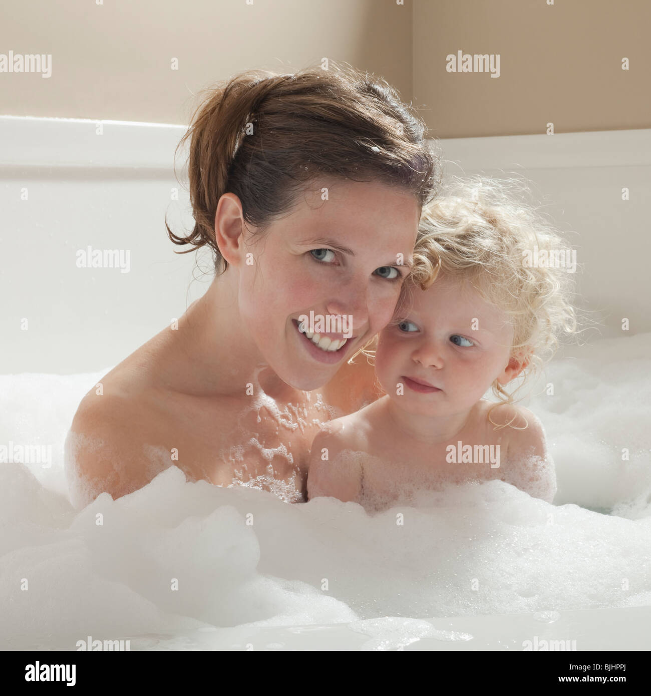 Mother and child having bubble bath Stock Photo: 28665242 - Alamy