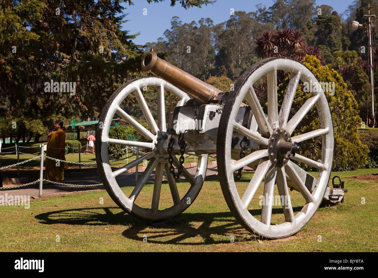 India, Tamil Nadu, Udhagamandalam (Ooty), Botanical Gardens, old British colonial field gun - Stock Image