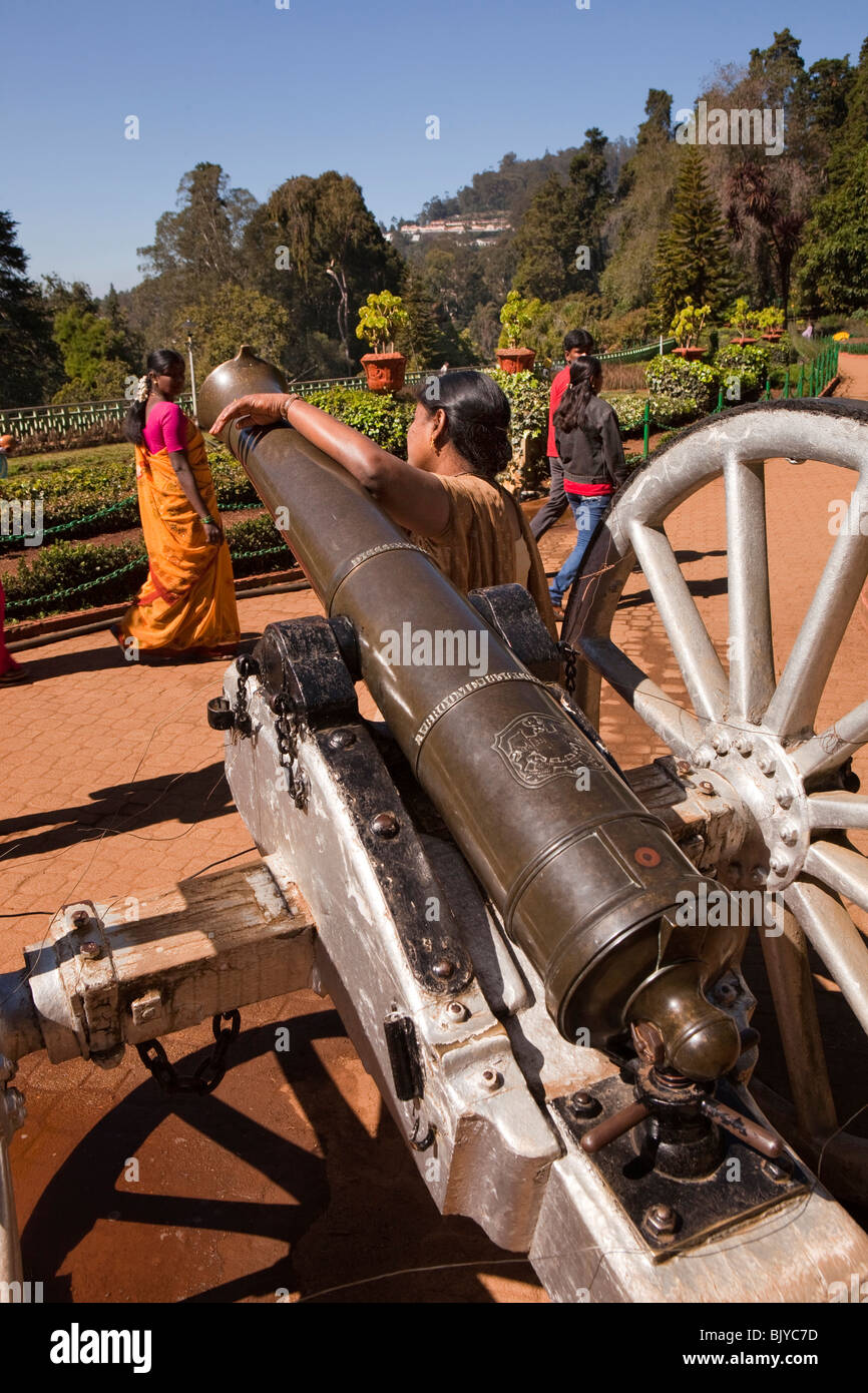 India, Tamil Nadu, Udhagamandalam (Ooty), Botanical Gardens Italian terrace visitor leaning against old British - Stock Image