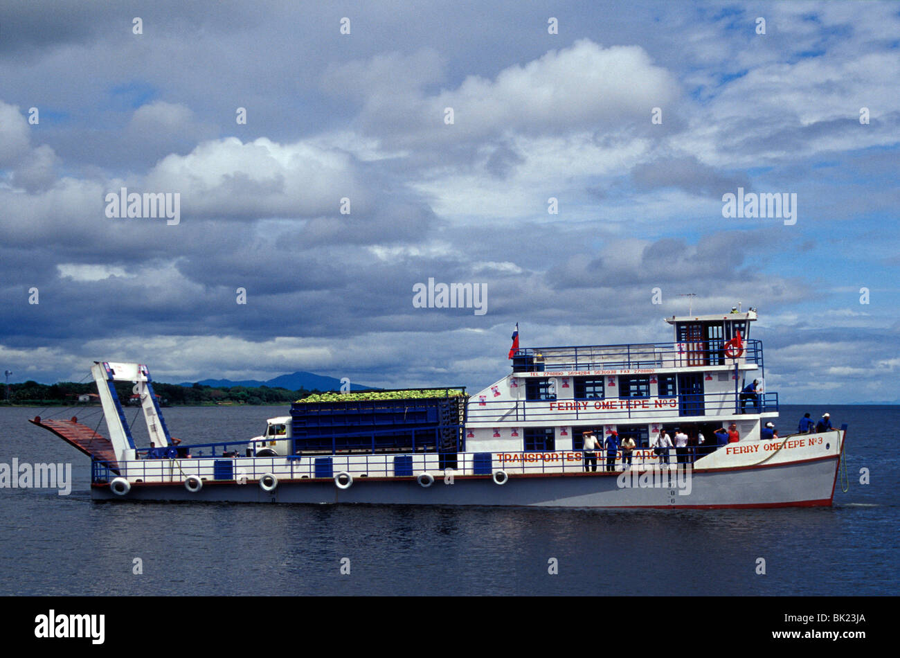 ometepe-island-passenger-and-car-ferry-o