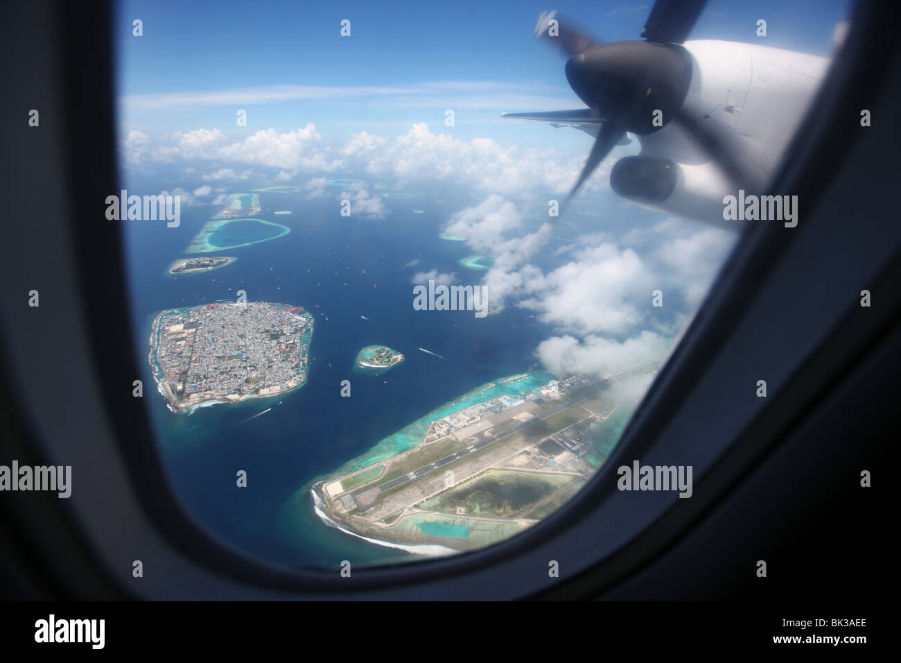 Aeroporto Male Maldive : Maldives male aerial view from an airplane at male international