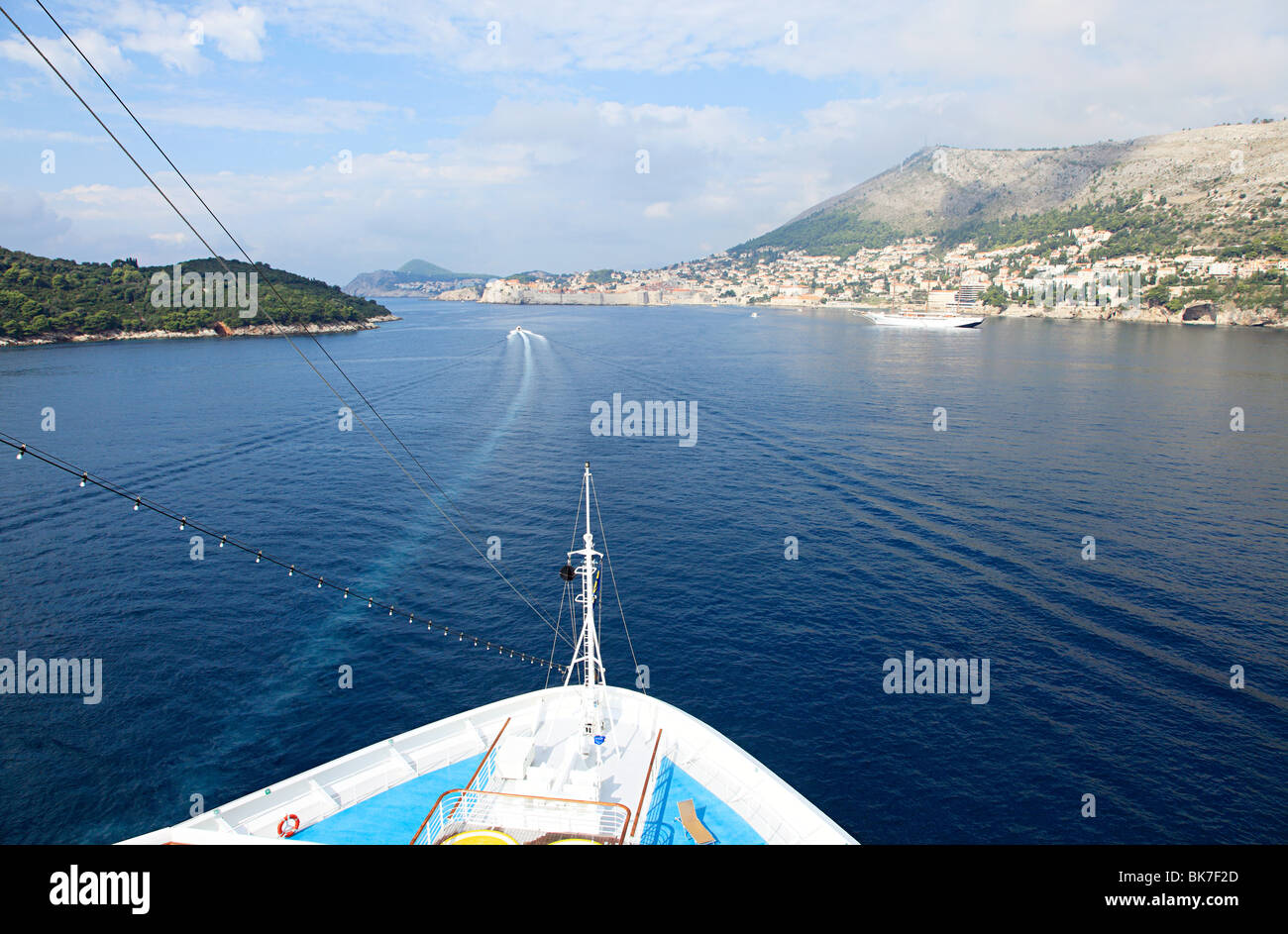Ship approaching dubrovnik - Stock Image