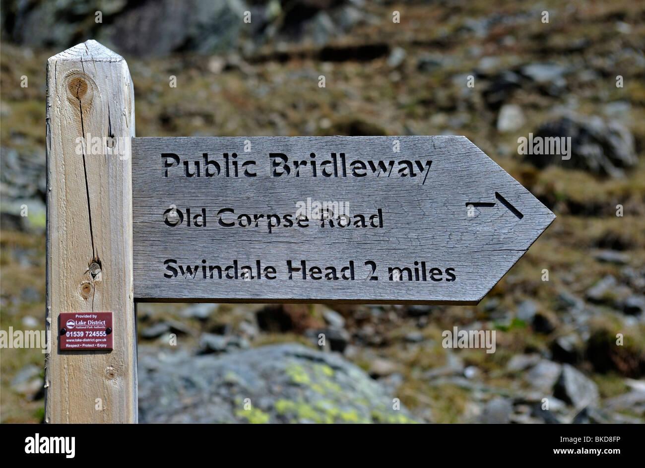 public-bridleway-fingerpost-old-corpse-road-swindale-head-2miles-mardale-BKD8FP.jpg