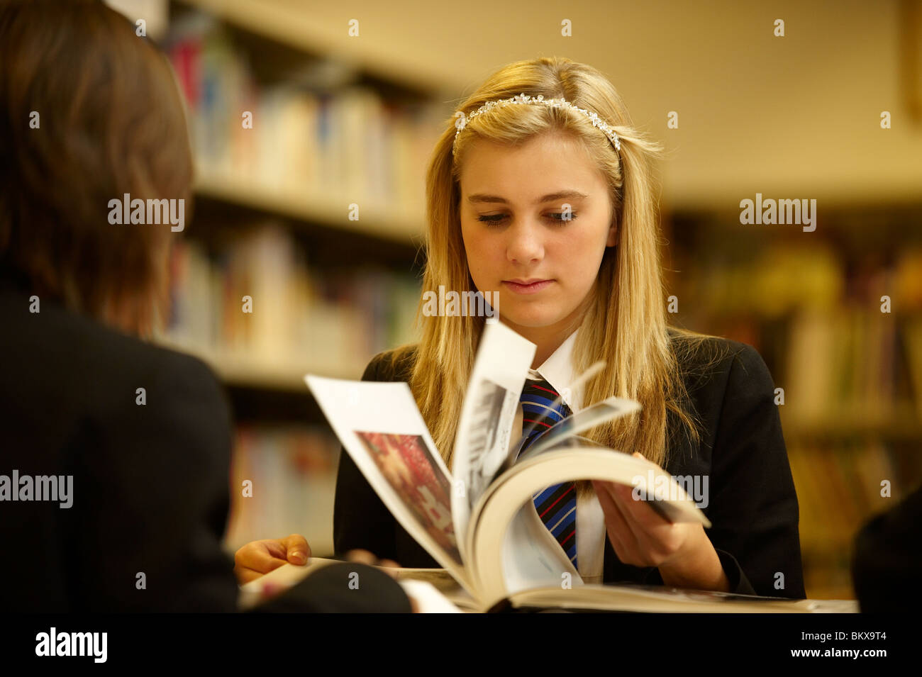 girl in library - Stock Image
