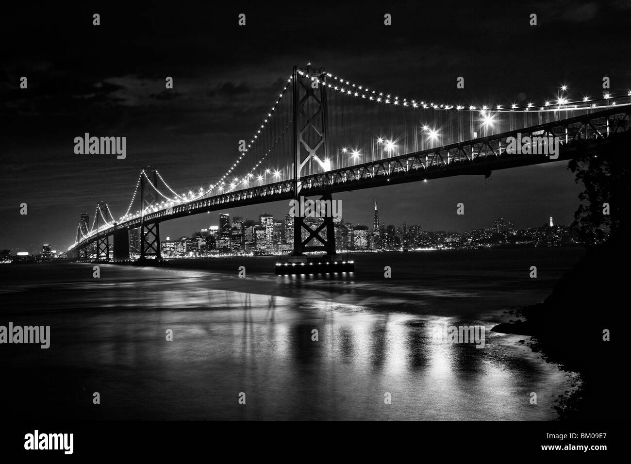 View of San Francisco and the Oakland Bay Bridge at night - Stock Image