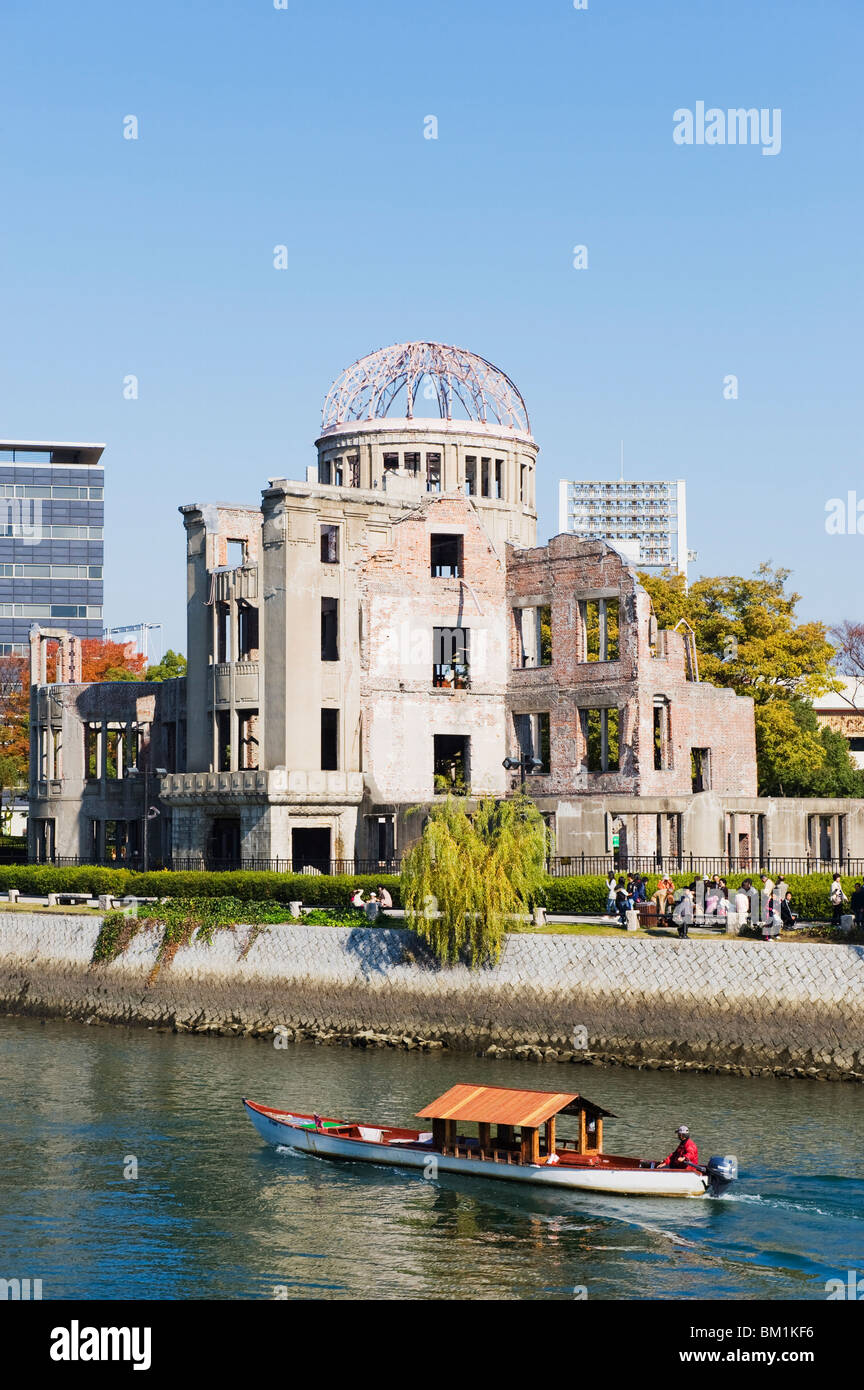 Atomic Bomb Dome, UNESCO World Heritage Site, and boat on Aioi river, Hiroshima, Hiroshima prefecture, Japan, Asia - Stock Image