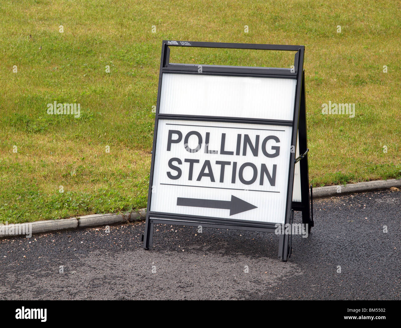 Sign to Polling Station during the UK General Election of 2010 Stock Photo
