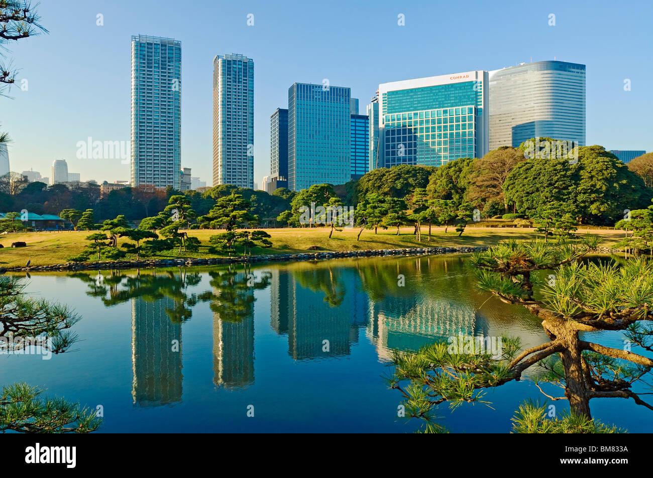 Hama Rikyu Gardens Garden Shiodome Skyline Japan - Stock Image