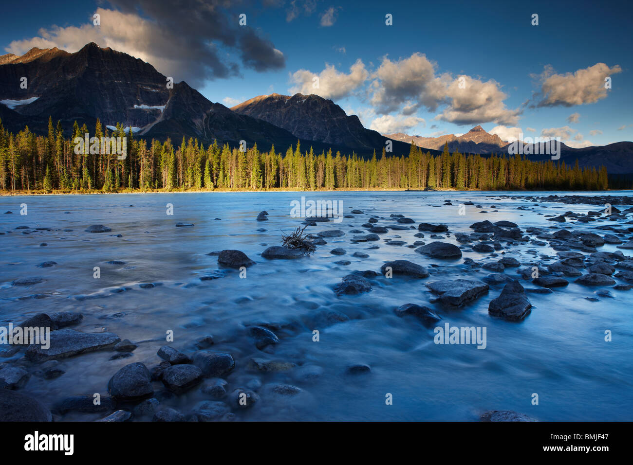 the Athabasca River with Mt Fryatt & Mt Edith Cavell, Jasper National Park, Alberta, Canada - Stock Image