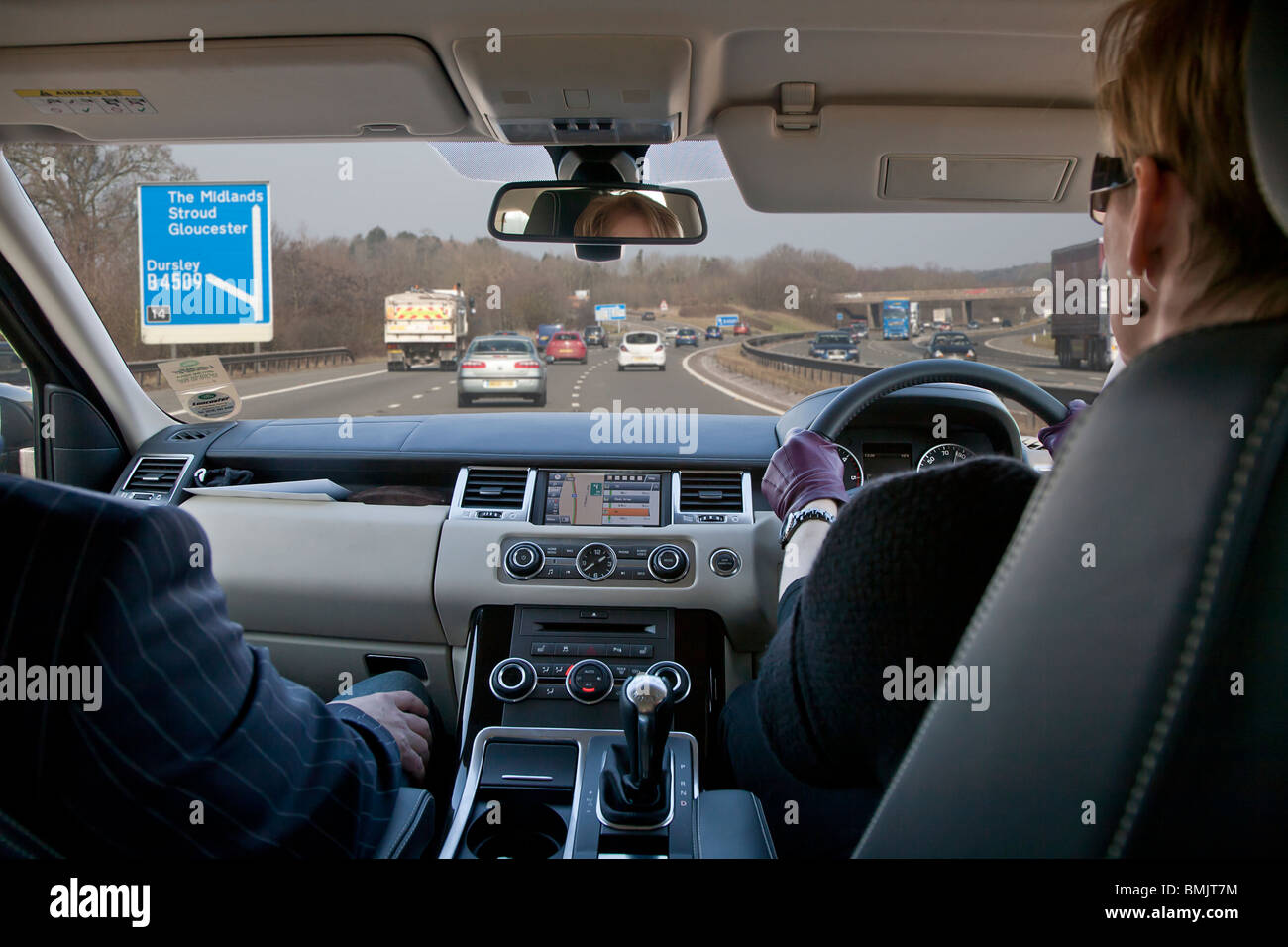 interior of range rover car being driven by woman on motorway in uk stock photo 29917656 alamy. Black Bedroom Furniture Sets. Home Design Ideas