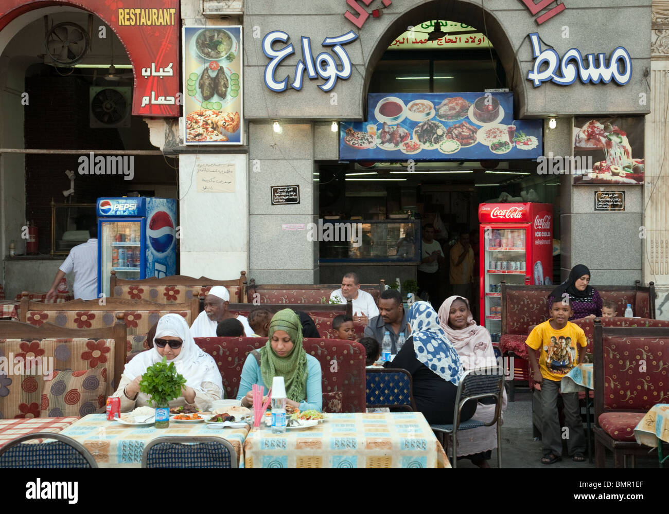 people-congregating-in-the-restaurants-and-cafes-of-the-islamic-quarter-BMR1EF.jpg