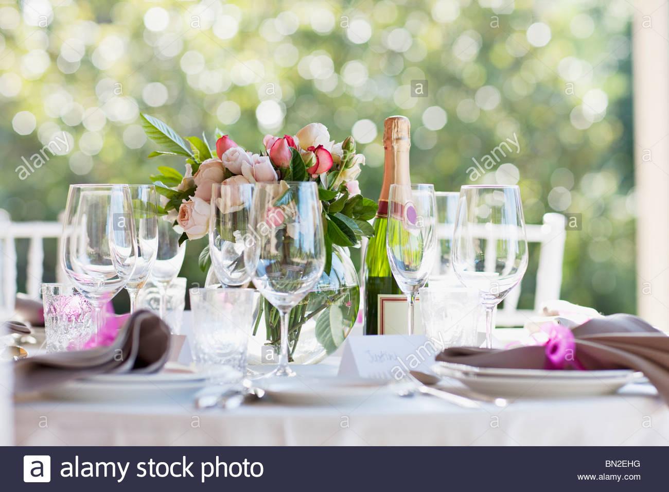 Close up of wedding reception place setting - Stock Image