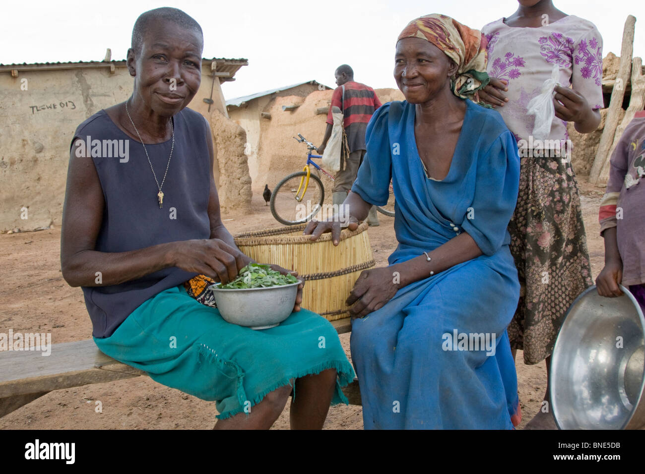 Lobi women preparing the evening meal, from Talawona, near Wechiau, Ghana. - Stock Image
