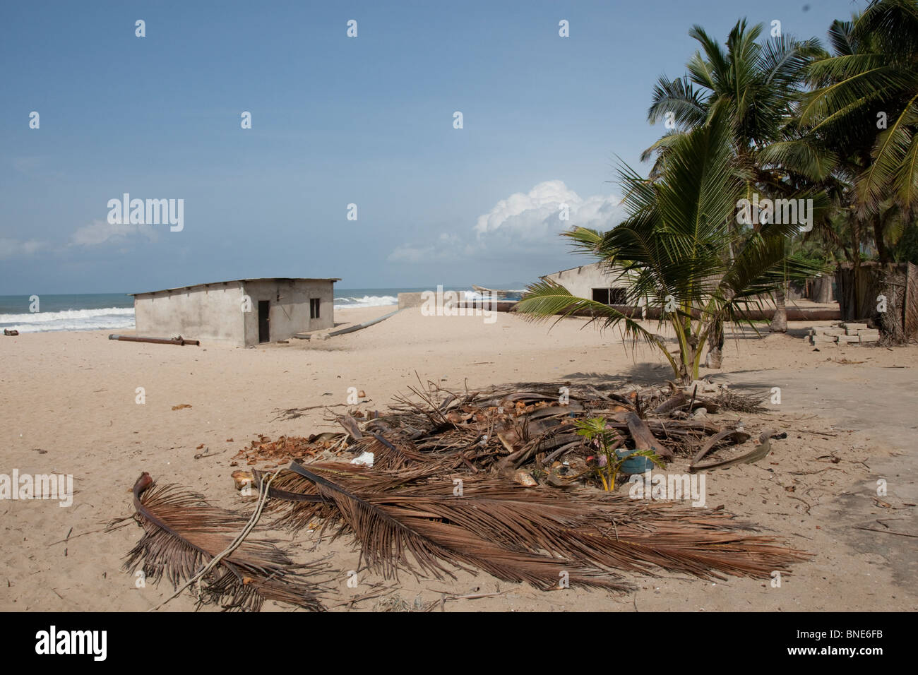 Pumphouse and pipeline for pumping seawater into pans in the Muni lagoon, near Winneba, Ghana, for the production - Stock Image