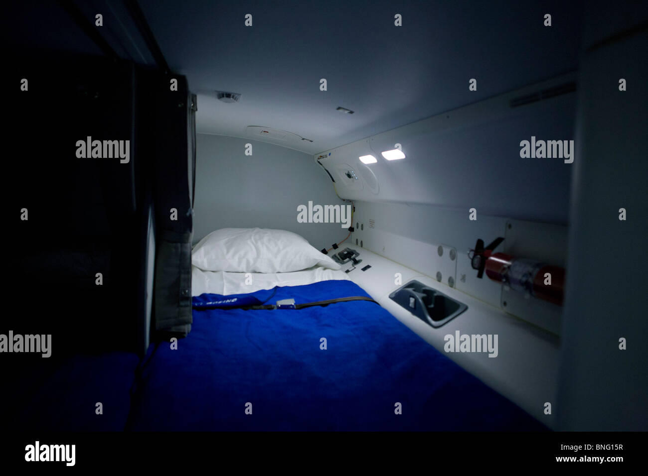 crew-bed-rest-compartment-behind-cockpit