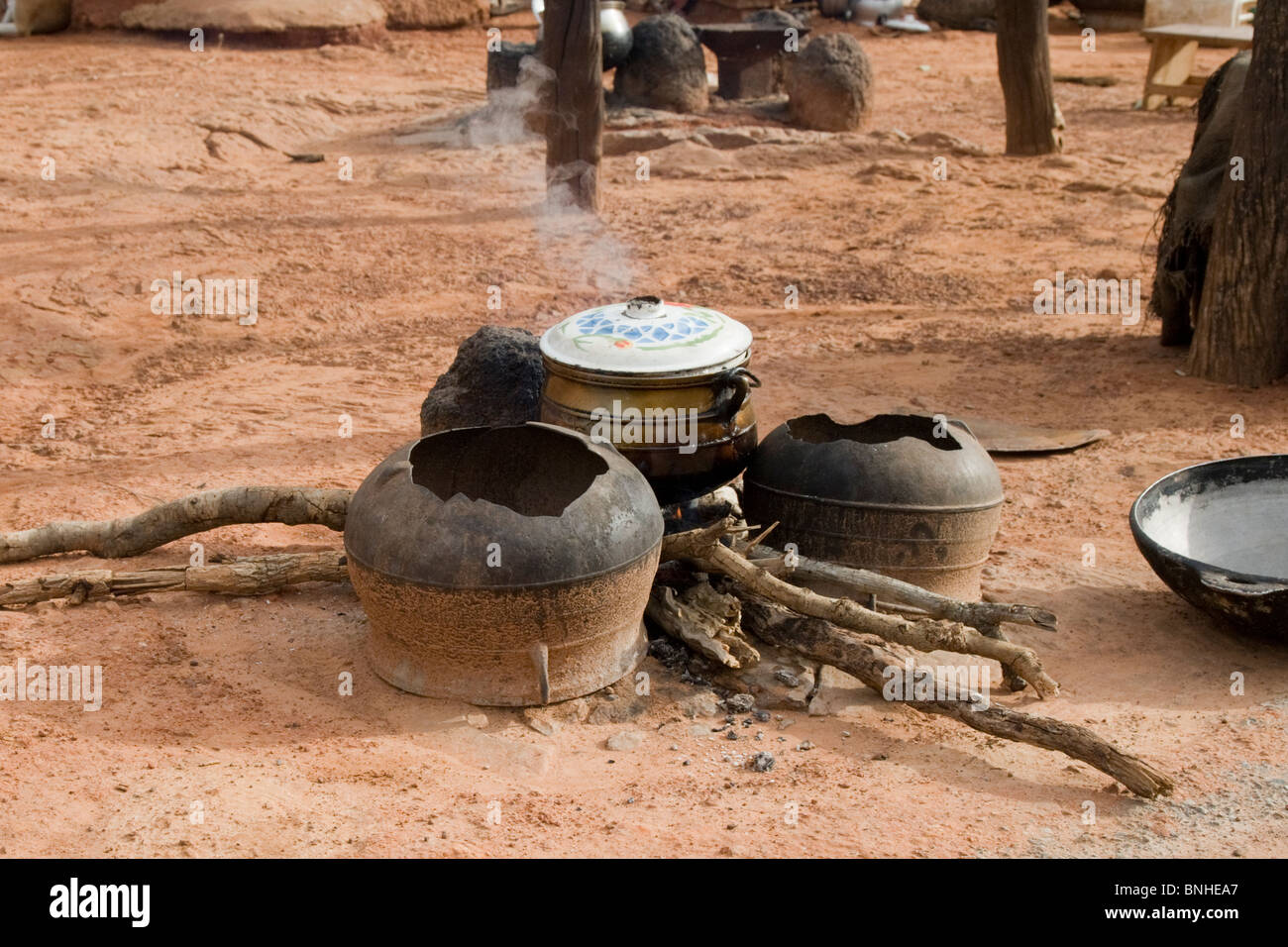 Cooking fire in the village of Bouchipe, Gonja triangle, Damango district, Ghana. Stock Photo