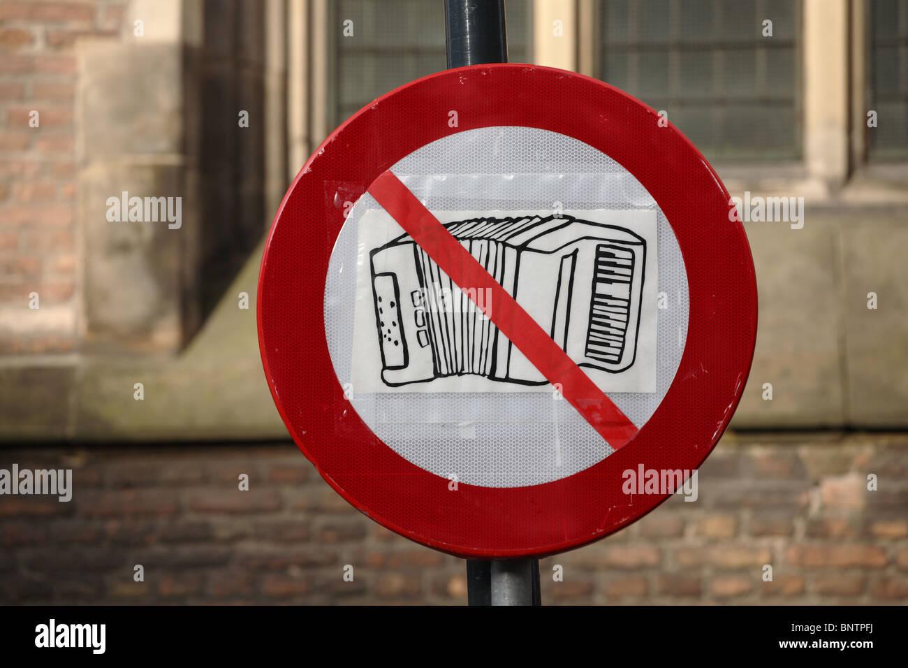 a-sign-banning-the-playing-of-music-outside-the-saint-bavokerk-church-BNTPFJ.jpg