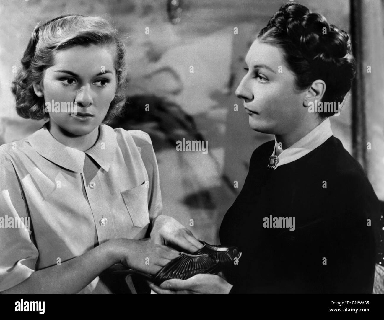 JOAN FONTAINE & JUDITH ANDERSON REBECCA (1940) Stock Photo